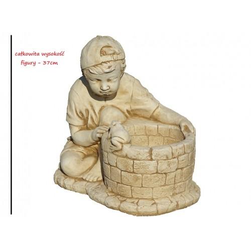 Chłopiec przy studni z żabką Art.193