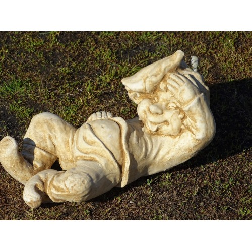 Leżący skrzat z czapeczką Art. 493